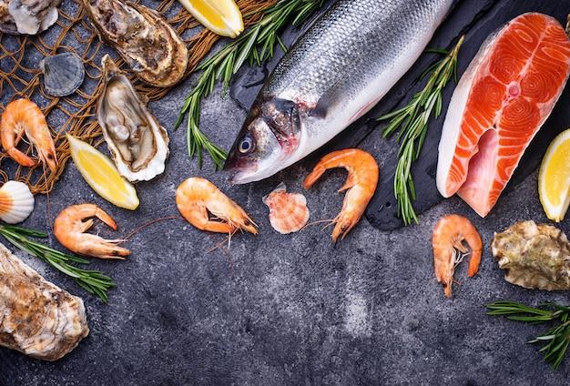 Zalm, zeebaars, garnalen en oesters