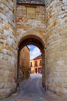 Zamora deur van dona urraca in spanje