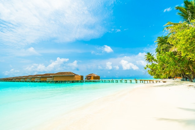 Zand lagune water achtergrondwit