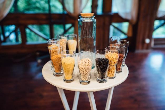 Zandceremonietafel op trouwdag