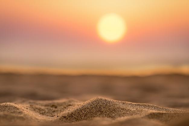 Zandduinen bij zonsondergang
