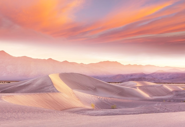 Zandduinen in californië, vs. prachtige natuur landschappen reizen zonsopgang achtergrond