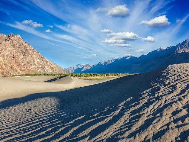Zandduinen in de bergen