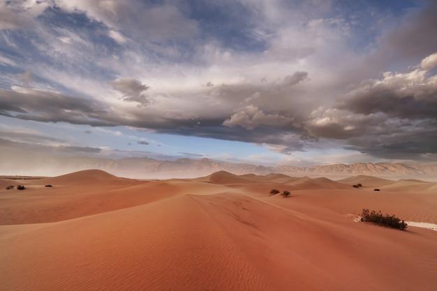 Zandduinen in death valley national park, californië, vs.