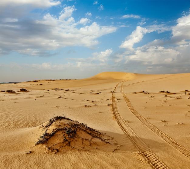 Zandduinen op zonsopgang, mui ne, vietnam