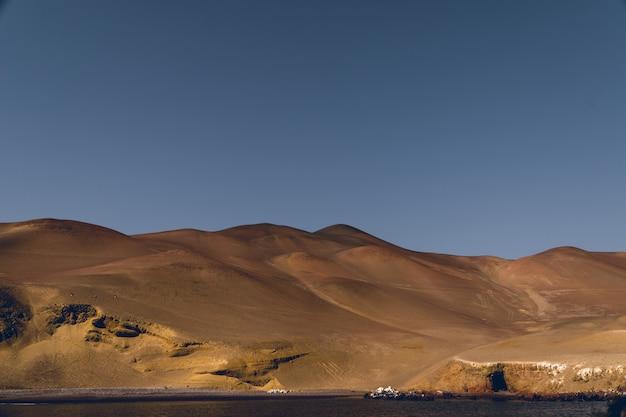 Zandduinen van de ica-woestijn uit de oceaan