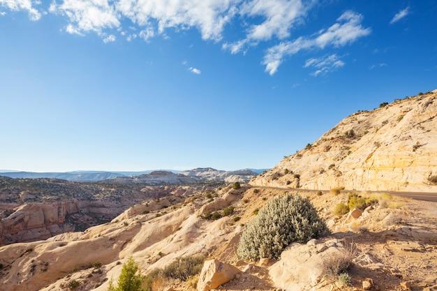 Zandsteenformaties in utah, vs. prachtige ongebruikelijke landschappen.