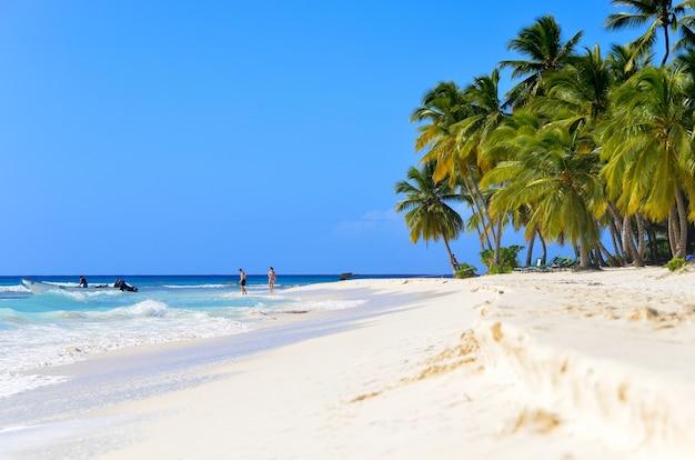 Zandstrand in de dominicaanse republiek.