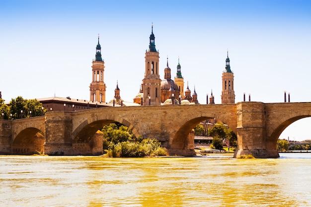 Zaragoza in zonnige dag