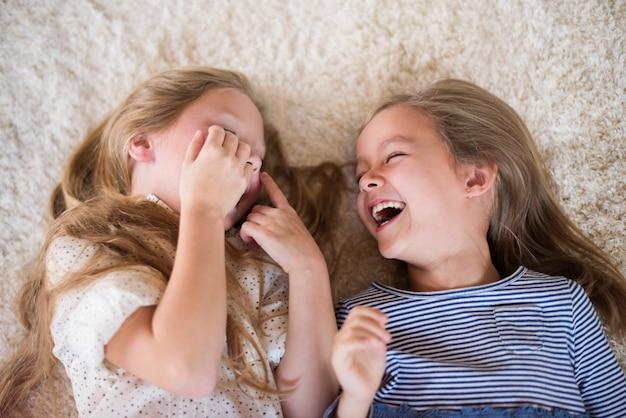 Ze kunnen niet stoppen met lachen als ze samen zijn