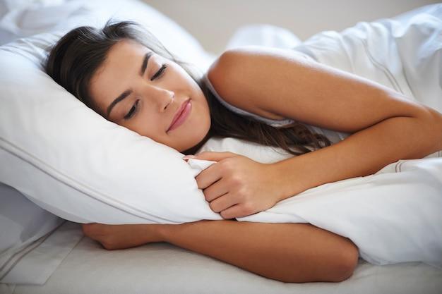 Ze snelt luie ochtenden in bed
