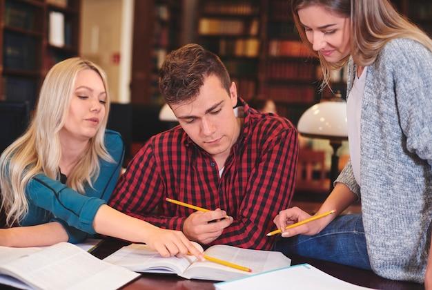 Ze verbeteren hun geest door middel van onderwijs