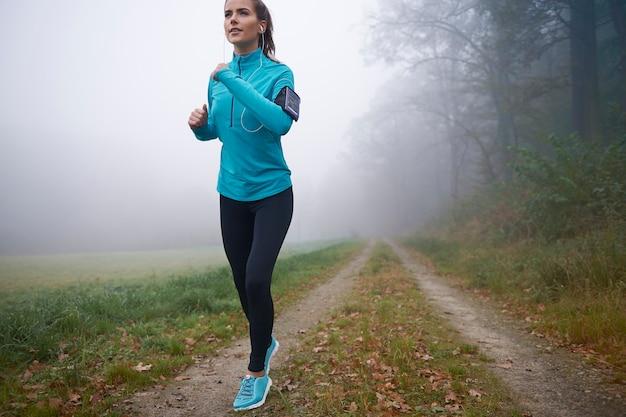 Ze vindt het pad perfect om 's ochtends te rennen