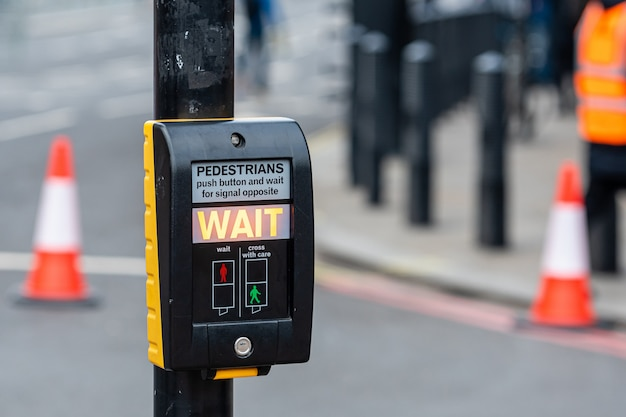 Zebrapad knop voor voetganger met lichte waarschuwing