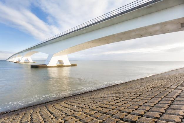 Zee brug