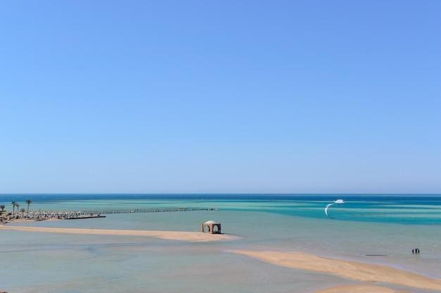 Zee landschap strand blauwe zee eb