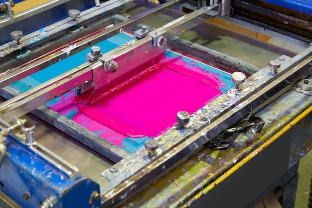 Zeefdruk printer inktmachine roze magenta kleur