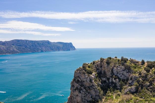 Zeegezicht met uitzicht op de baai van balaklavsky vanaf kaap balaklavsky, de krim.