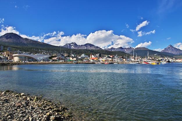 Zeehaven in de stad ushuaia op tierra del fuego, argentinië