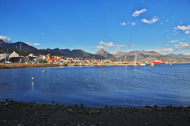 Zeehaven in de stad ushuaia op tierra del fuego van argentinië