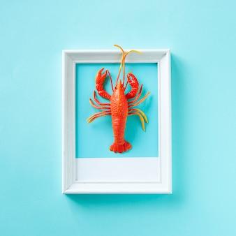Zeekreeft zeevruchten speelgoed op een frame