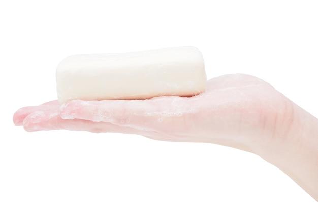 Zeep handen met een stuk zeep, close-up, isoleren op een witte achtergrond.