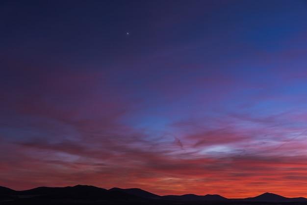 Zeer kleurrijke bewolkte hemel