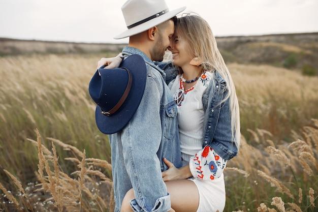 Zeer mooi paar in een tarweveld