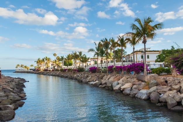 Zeer mooie en kleurrijke vissersstad