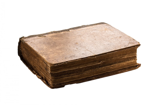 Zeer oud boek dat op wit wordt geïsoleerd.