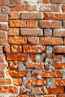 Zeer oude bakstenen muur