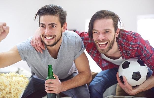 Zeer positieve emoties tijdens het kijken naar een voetbalwedstrijd