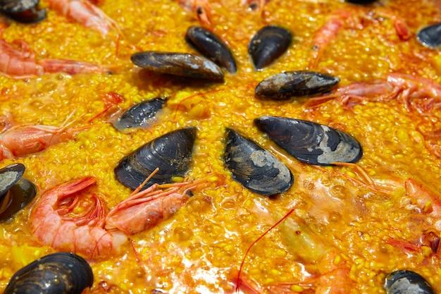 Zeevruchtenpaella van het recept van spanje valencia