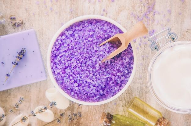 Zeezout met lavendel-extract. selectieve aandacht.