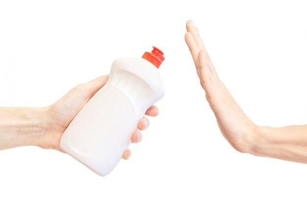 Zeg nee tegen afwasmiddel. handgebaar om voorstel witte container af te wijzen