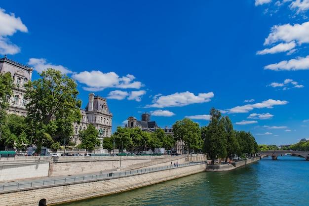 Zegen rivier in parijs
