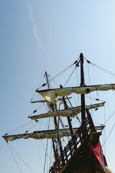 Zeilbootreplica van de santa maria-boot, boot die amerika ontdekte.