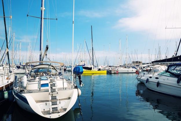 Zeilboten in de haven