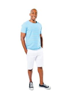 Zekere toevallige afrikaanse mens op een witte achtergrond