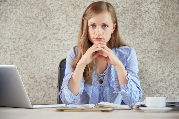 Zekere vrouwelijke ondernemer