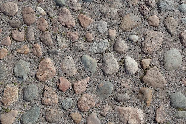 Zeldzame bestrating van granieten kasseien. niemand achtergrond.