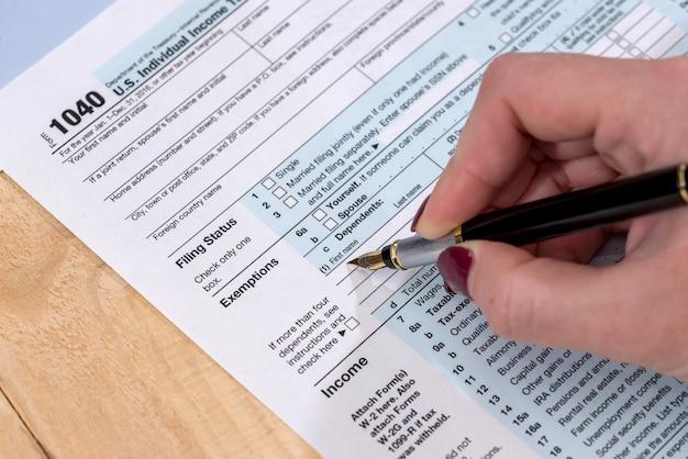 Zelf ingevuld belastingformulier in de vs.