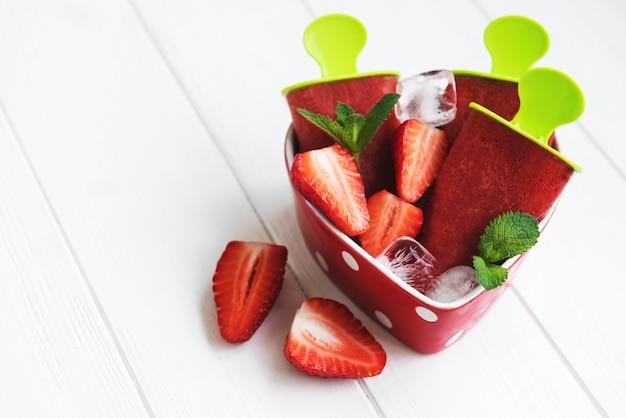 Zelfgemaakt aardbeienijs
