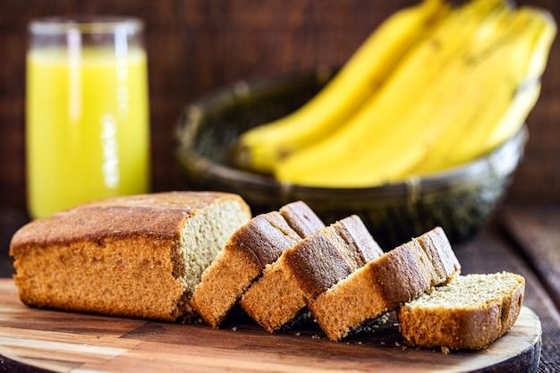 Zelfgemaakt bananenbrood, zonder suiker en gluten, huisgemaakt dessert