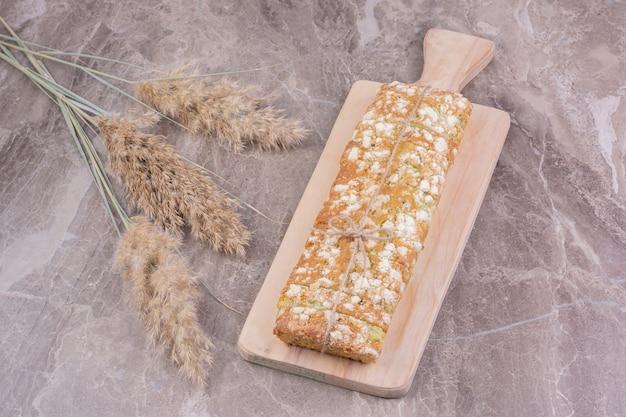 Zelfgemaakt brood gemaakt van tarwemeel voor alle doeleinden.