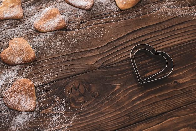 Zelfgemaakt gebak, geurige koekjes. cookies in vorm harten