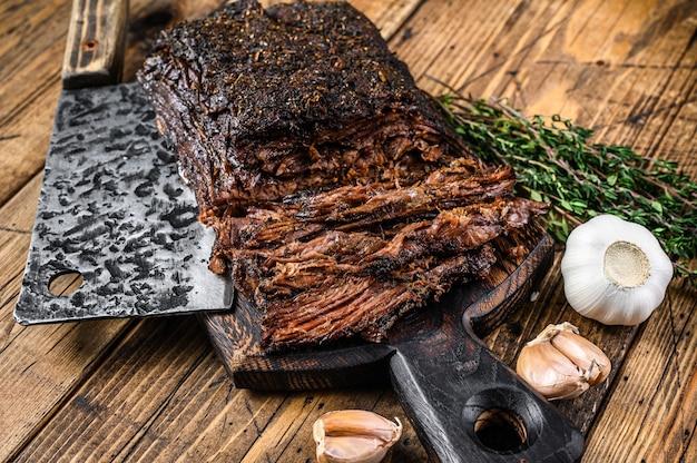 Zelfgemaakt gerookt barbecue rundvlees borstvlees