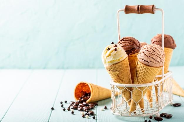 Zelfgemaakt koffie en chocolade-ijs