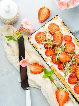 Zelfgemaakte aardbeien niet gebakken cheesecake