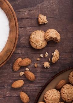 Zelfgemaakte amandelkoekjes met noten